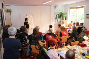 Die Leiterin Kathrin Krug berichtet über die Arbeit im Bürgertreff.