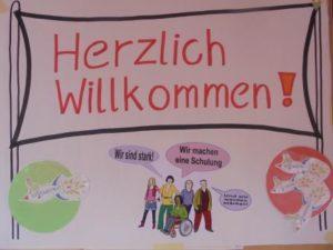 """Poster mit dem Schriftzug """"Herzlich willkommen"""""""