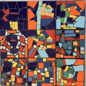 Neun bunte Mosaik-Felder.