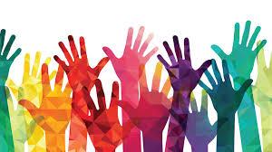 illustrierte, bunte Hände, die nach oben gestreckt sind als Symbol für Vielfalt