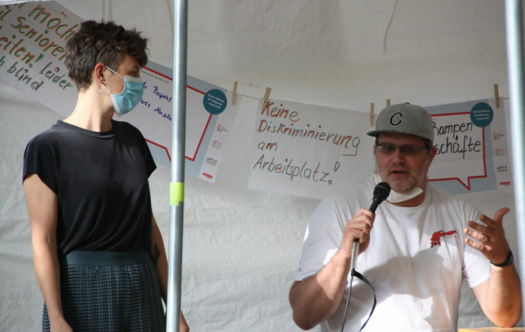 Fragen aus dem Publikum, Teilnehmer stellt Frage
